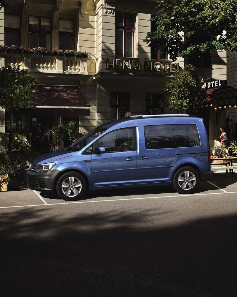 VW Caddy Blau